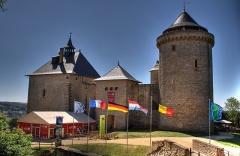 Ruines du château de Mensberg, dit aussi château de Malbrouck -  Die Burg Malbrouck (deutsch: Meinsberg) bei Mandern im Département Moselle (57)