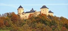 Ruines du château de Mensberg, dit aussi château de Malbrouck - Lëtzebuergesch:   Buerg Malbrouck.