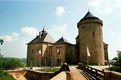 Ruines du château de Mensberg, dit aussi château de Malbrouck - English:   Manderen, the Malbrouck castle