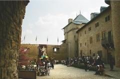 Ruines du château de Mensberg, dit aussi château de Malbrouck - English:   Manderen, the yard of the Malbrouck castle