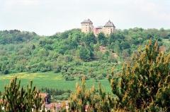 Ruines du château de Mensberg, dit aussi château de Malbrouck - English:   Manderen, view to the Malbrouck Castle