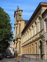 Eglise Saint-Vincent - Français:   Place St Vincent. Lycée Fabert et façade de la basilique