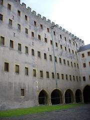 Ancien grenier connu sous le nom de Grange de Chèvremont - Français:   Le Grenier de Chèvremont, vu depuis la cour intérieure des musées de la Cour d\'Or à Metz (Moselle, France)