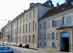 Hôpital militaire  situé dans le Fort Moselle - Français:   Metz - Hôpital militaire - Façade sur le quai