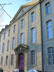 Hôpital militaire  situé dans le Fort Moselle - Français:   Metz - Hôpital militaire - Pavillon d\'entrée