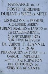Hôpital militaire  situé dans le Fort Moselle - Français:   Metz - Hôpital militaire - Plaque commémorative de la poste aérienne pendant le siège de 1870