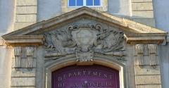 Hôpital militaire  situé dans le Fort Moselle - Français:   Metz - Hôpital militaire - Fronton du portail