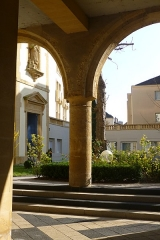 Ancien hospice Saint-Nicolas - English: Courtyard of the former Saint-Nicolas hospital in Metz.