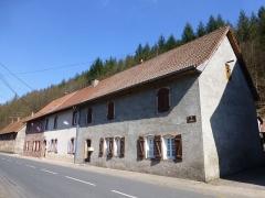 Verrerie de Lettenbach - Français:   La rue des Verriers à Lettenbach (Saint-Quirin, Moselle). Anciennes maisons d\'ouvriers restaurées.