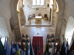 Eglise de Chazelles - English: Eglise Saint-Quentin in Scy-Chazelles (near Metz, in East of France) with Robert Schuman grave and all the European Union country flags