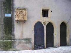 Beffroi - Deutsch: Thionville: Eingang altes Rathaus