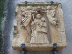 Beffroi - Deutsch: Thionville: Mittelalterliches Relief am Turm des alten Rathauses