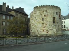 Tour aux Puces - Deutsch: Thionville: Wehrturm neben dem Rathaus