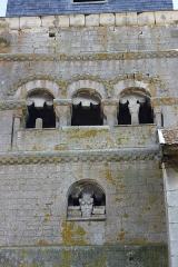 Eglise - Deutsch: romanischer Turm mit Drillingsfenster der Kirche St. Brice in Autreville