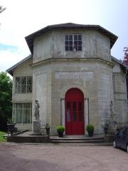 Château - Français:   Chalet pittoresque (XIXe siècle) dans le parc du château d'Épinal (ancienne propriété Doublat).