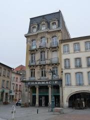 Maison - Français:   Epinal-9 place des Vosges. Façade inscrite aux MH en 1926
