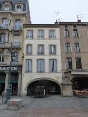 Maison - Français:   Epinal, 11 place des Vosges: façade inscrite aux MH en 1926