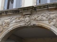 Maison - Français:   Epinal-20 place des Vosges: maison inscrite aux MH en 1926