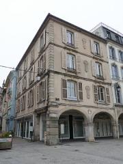 Maison - Français:   Epinal, 22 place des Vosges. Maison inscrite aux MH en 1926.