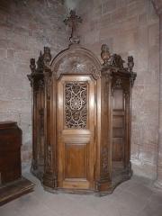 Abbaye - Confessionnal en bois du XVIIIème siècle dans l'église abbatiale d'Étival (Vosges, Lorraine, France).