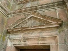 Abbaye -  Petit fronton triangulaire à l'abbaye d'Etival-Clairefontaine (Vosges)