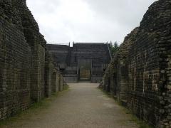 Amphithéâtre romain (ruines) - English: Grand (département 88) Amphitheater, East Entrance (