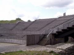 Amphithéâtre romain (ruines) -  vue partielle des gradins de l'amphithéâtre de Grand (Vosges) - France