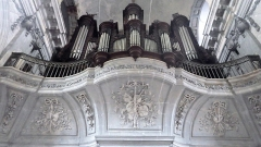 Ancienne abbaye - Français:   Bas reliefs musicaux sous l\'orgue