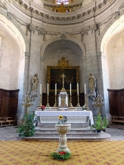 Ancienne abbaye - Français:   Abbaye de Moyenmoutier (Vosges, France): autel; la croix & les 6 chandeliers sont classé M.H..