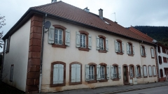 Ancienne abbaye - Français:   Bâtiment agricole nord transformé en maison d\'habitation