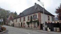 Ancienne abbaye - Français:   Bâtiment agricole sud transformé en maison d\'habitation