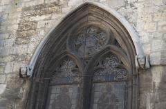 Eglise Saint-Christophe - Deutsch: Katholische Kirche Saint-Christophe in Neufchâteau im Département Vosges (Lothringen/Frankreich), Maßwerkfenster und Konsolen