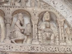 Eglise - Français:   Pompierre (88), détail du portail de l\'église romane: l\'adoration des mages  Photo prise par F5ZV en 2005  Licensing  Catégorie:Image de commune des Vosges