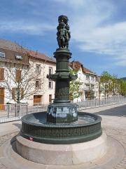 Onze fontaines - Français:   Raon-l\'Etape (Vosges): Fontaine du Bonheur, située sur le quai de la Victoire. C\'est l\'une des 11 fontaines de Raon-l\'Etape exécutées entre 1860 et 1864 sur des modèles de Jean-Jacques Ducel, et classées MH
