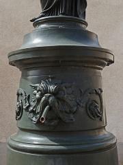 Onze fontaines - Français:   Raon-l\'Etape (Vosges): Fontaine de la Concorde, située rue Anatole-France. C\'est l\'une des 11 fontaines de Raon-l\'Etape exécutées entre 1860 et 1864 sur des modèles de Jean-Jacques Ducel, et classées MH