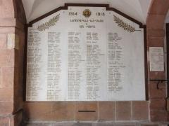 Hôtel de ville - Français:   Raon-l\'Étape (Vosges) Hôtel de ville, mémorial de guerre liste de noms 01.