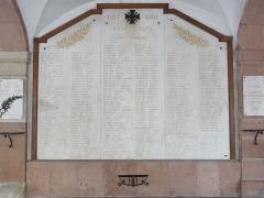 Hôtel de ville - Français:   Raon-l\'Étape (Vosges) Hôtel de ville, mémorial de guerre liste de noms 03.