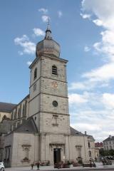 Abbaye - Français:   L\'abbaye de Remiremont est une ancienne abbaye bénédictine puis séculière (chapitre impérial de chanoinesses ou de dames nobles), établie à Remiremont dans les Vosges (620–1790). L\'église, crypte incluse, fait l'objet d'un classement au titre des monuments historiques depuis le 29 décembre 1983.
