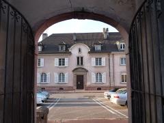 Cure - Français:   Cure de Saint-Dié-des-Vosges, n° 3 et 5 de la rue de la Cathédrale (ancienne rue du Nord). Les deux portes du XVIIIe siècle sont inscrites aux monuments historiques depuis 1946