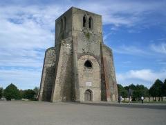 Ancienne abbaye Saint-Winoc -  Tour carrée de l'Abbaye Saint-Winoc.