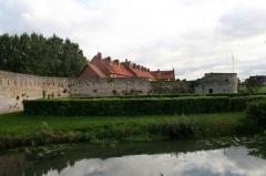 Enceinte fortifiée - Bergues (Nord) France,  côté Nord-Ouest des Fortifications du XVe siècle revues en 1679 par Sébastien Le Prestre de Vauban