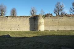 Enceinte fortifiée - Deutsch: Stadtmauer in Bergues im Département Nord (Hauts-de-France/Frankreich)