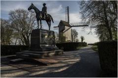 Moulin de l'Etendard - Nederlands: De Kasselberg, het monument voor Foch en de molen.