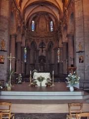 Eglise Saint-Martin - English: View on the main altar and the apse of the abbatial church of Saint-Martin (17th century)  Le Cateau Cambrésis, France