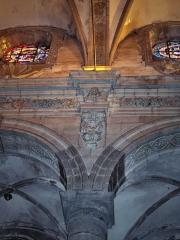 Eglise Saint-Martin - English: Angel heads in the spandrels above the columns  in the abbatial church of Saint-Martin (17th century)  Le Cateau Cambrésis, France