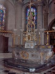 Eglise Saint-Martin - English: Marble altar in the apse of the abbatial church of Saint-Martin (17th century)  Le Cateau Cambrésis, France