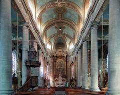 Eglise Saint-Wasnon - Français:   La nef de l\'église Saint-Wasnon de Condé-sur-l\'Escaut.