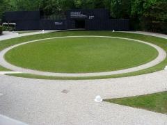 Villa Cavrois - Dégagements circulaires pour l'accès. Au centre, la vaste cuvette qui permettait aux enfants de jouer en toute tranquillité.  (XXe s.).