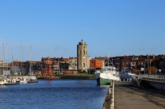 Tour du Leughenaer - Nederlands: Duinkerke (département du Nord, Frankrijk): de haven bij de Quai des Hollandais; centraal in beeld: de oude vuurtoren