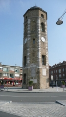 Tour du Leughenaer - English: The Tour du Leughenaer (Leughenaer Tower) is a tower that forms part of the costal defences of the French town of Dunkerque (Dunkirk). The tower was later converted to a lighthouse, however it is no longer operational.